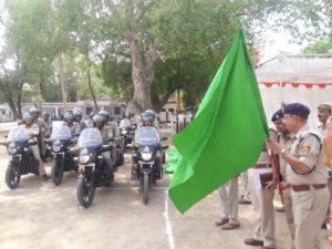 JALAUN-SP जालौन ने UP डायल 100 की मोटर साइकिलों हरी झंडी दिखाकर सभी सर्किलों के कोतवाली को किया रवाना