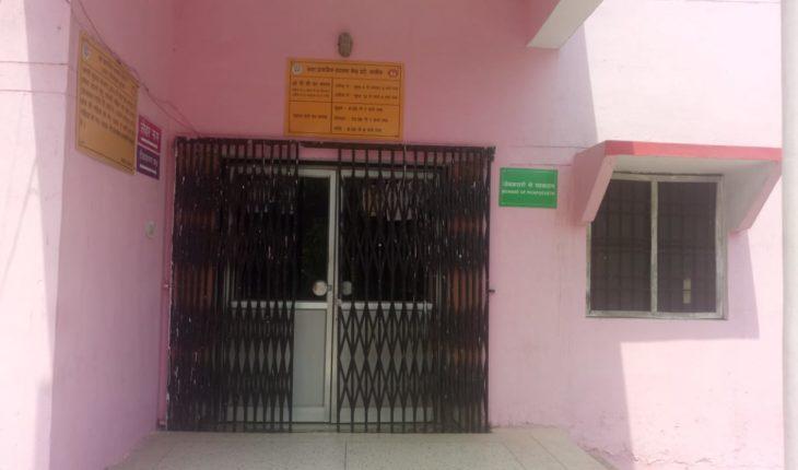 ईंटों-2 महीने से बंद पड़ा सरकारी अस्पताल-झोलाछाप डॉक्टरों की हुई बल्ले बल्ले Soni News