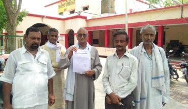उरई-लोकतंत्र रक्षक सेनानियों की सम्मान राशि न मिलने पर जिलाधिकारी को सौंपा ज्ञापन Soni News