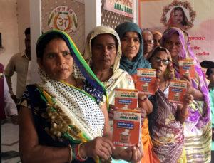 उरई-अनाज बैंक की केन्द्रीय टीम की देख-रेख में हुआ अनाज वितरण