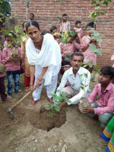 कालपी-प्राथमिक विद्यालय में स्वतंत्रता दिवस पर किया गया वृक्षारोपण Soni News