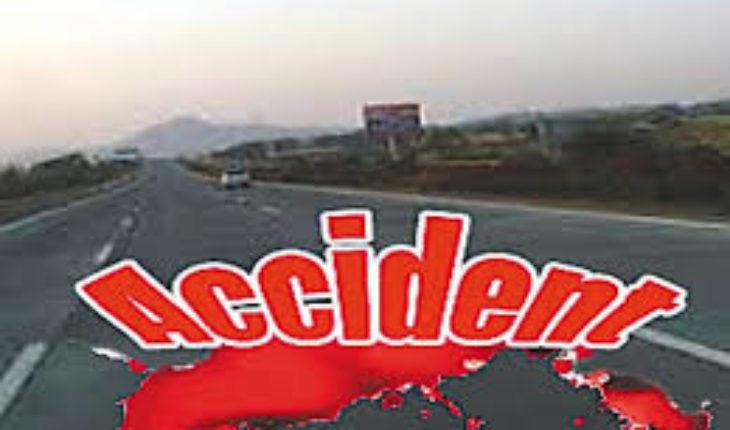 जालौन-औरैया मार्ग पर बैगनआर गाड़ी और डी सी एम में आमने-सामने हुई जबरदस्त भिड़ंत । Soni News