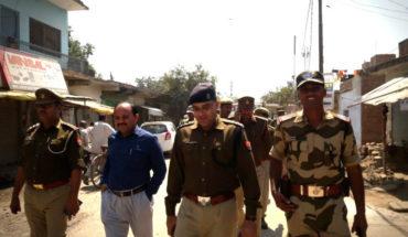 जालौन में होली व चुनाव को देखते हुए निकाला गया फ्लैग मार्च। Soni News