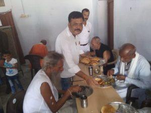 नमो नमो मोर्चा ने समाज के बृद्ध लोगो की मदद करने का बीड़ा उठाया