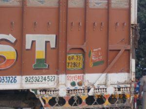 देखे कैसे जयपुरिया स्कूल की बस और ट्रक के टक्कर में 40 बच्चों की जान पड़ी संकट में।