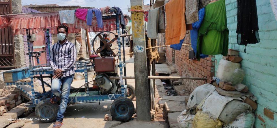 जालौन-उरई शहर के बघौरा में लोगों ने गलियों में की बैरिकेटिग।