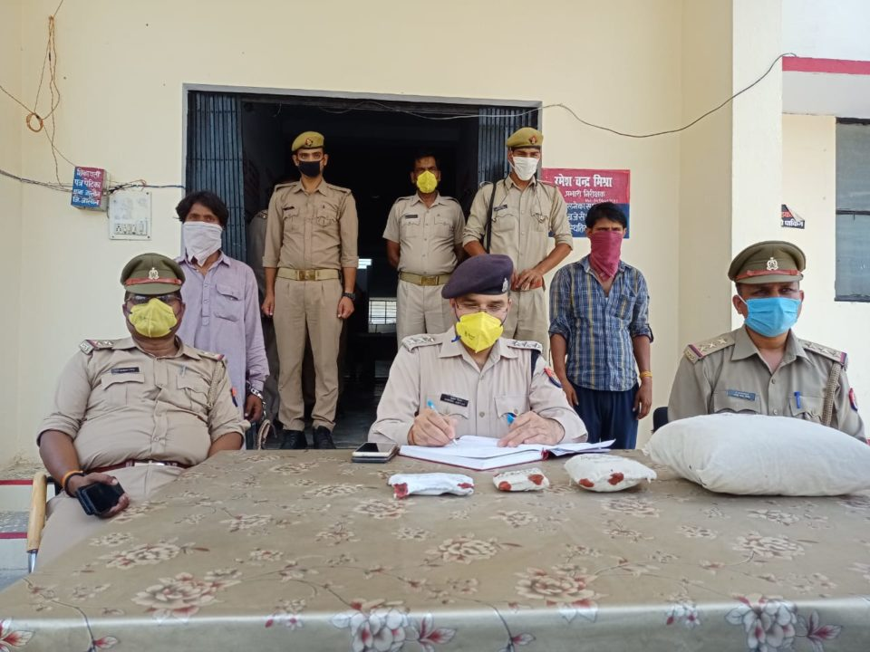 जालौन कोतवाली पुलिस ने मादक पदार्थ के साथ दो अभियुक्तों को पकड़ा।