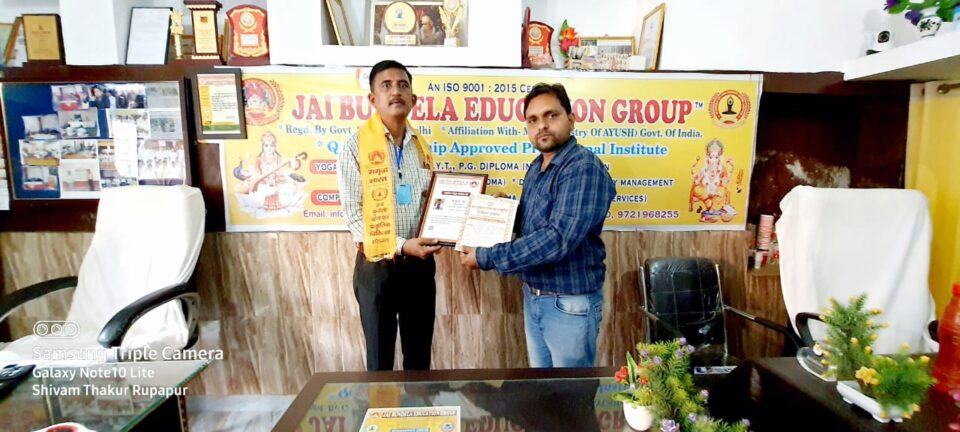 जालौन-जय बुन्देला एजुकेशन ग्रुप द्वारा वरिष्ट पत्रकार केपी सिंह जी को सम्मानित किया गया।