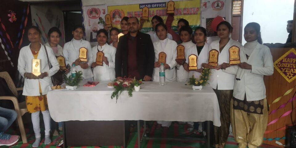 जालौन-जय बुंदेला संस्थान ने मेधावी छात्राओं को किया सम्मानित।