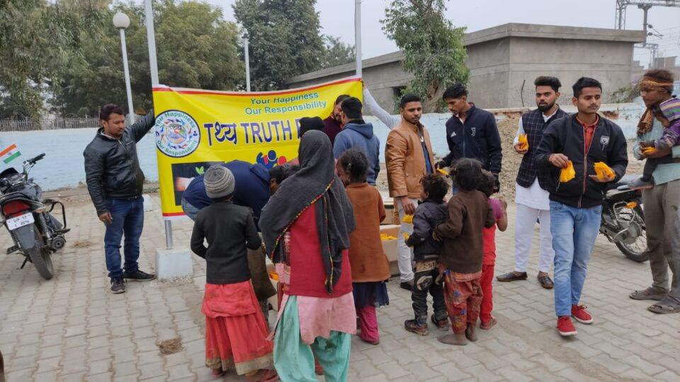 तथ्य फाउंडेशन ने मिष्ठान व फल बांटकर मनाया 72 वा गणतंत्र दिवस।