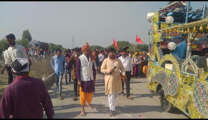 गुप्त नवरात्रि पर111मीटर लंबी चुनरी तथा 251 भव्य कलश यात्रा निकाली गई।