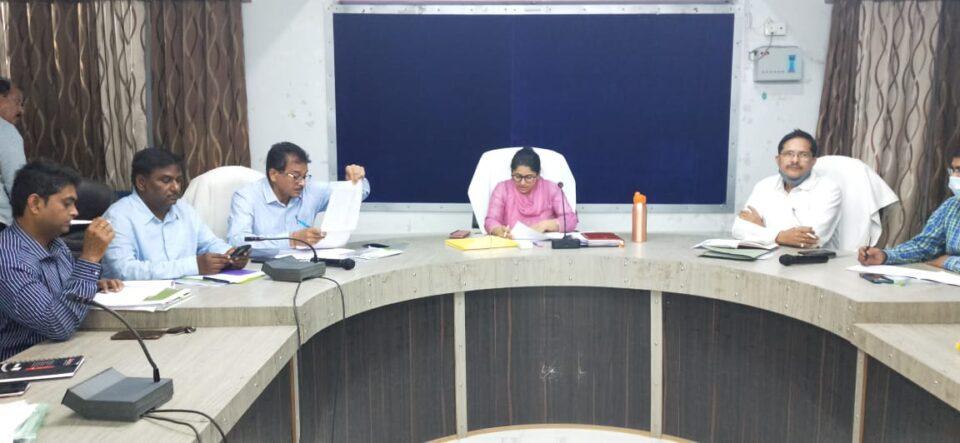 जालौन जिलाधिकारी की अध्यक्षता में डीपीसी की बैठक विकास भवन सभागार में हुई संपन्न