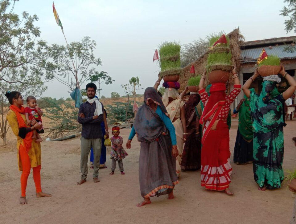 जालौन-नवरात्रि की राम नवमी पर निकाले गये ज्वारे।